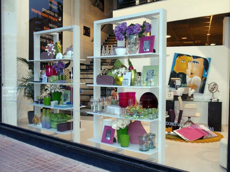 Cambio de escaparate kiona abril 2011 kimobel dise o for Articulos para decoracion