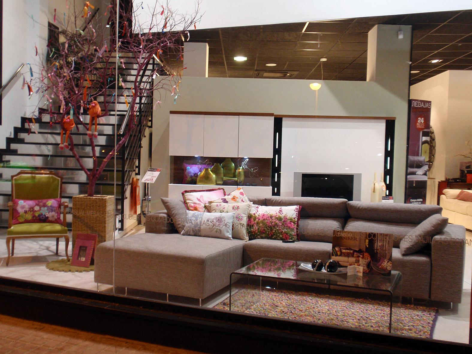 Nuevo escaparate primavera 2012 kimobel dise o muebles for Muebles para escaparates